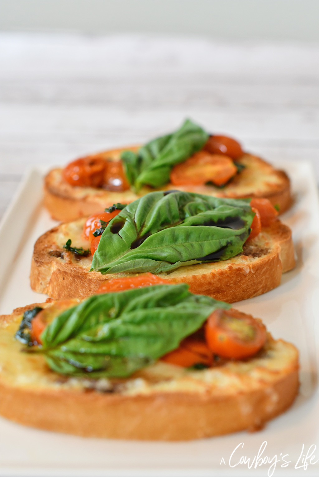 Tomato Caprese Garlic Bread