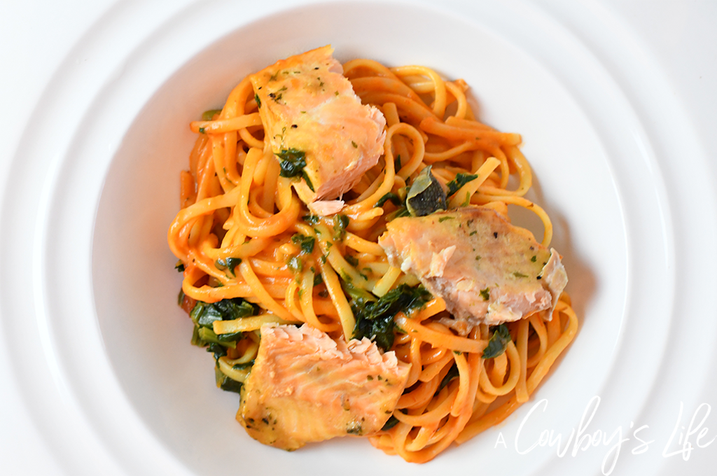 Creamy Salmon Spinach Pasta | Salmon Pasta | Spinach Pasta | Easy Pasta Dinner | Family Dinner | Seafood Pasta #salmonpasta #pastadinner #creamypasta