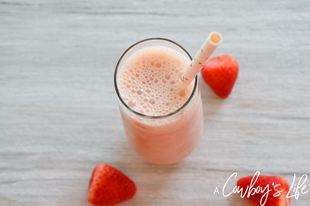 How to make a Peanut Butter Strawberry Pineapple Smoothie #smoothie #peanutbuttersmoothie #strawberrysmoothie