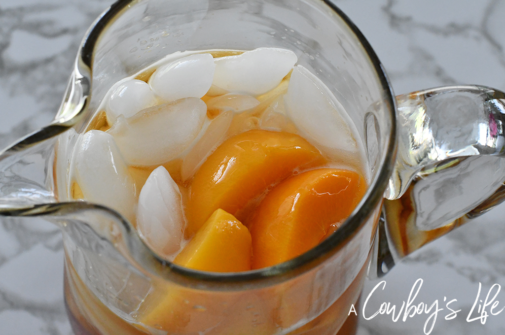Peach Jalapeño Mocktail | Jalapeño Mocktail | Peach Jalapeño Cocktail | Summer Cocktails | Summer Mocktails #spicycocktails #jalapenomocktail #jalapenococktail