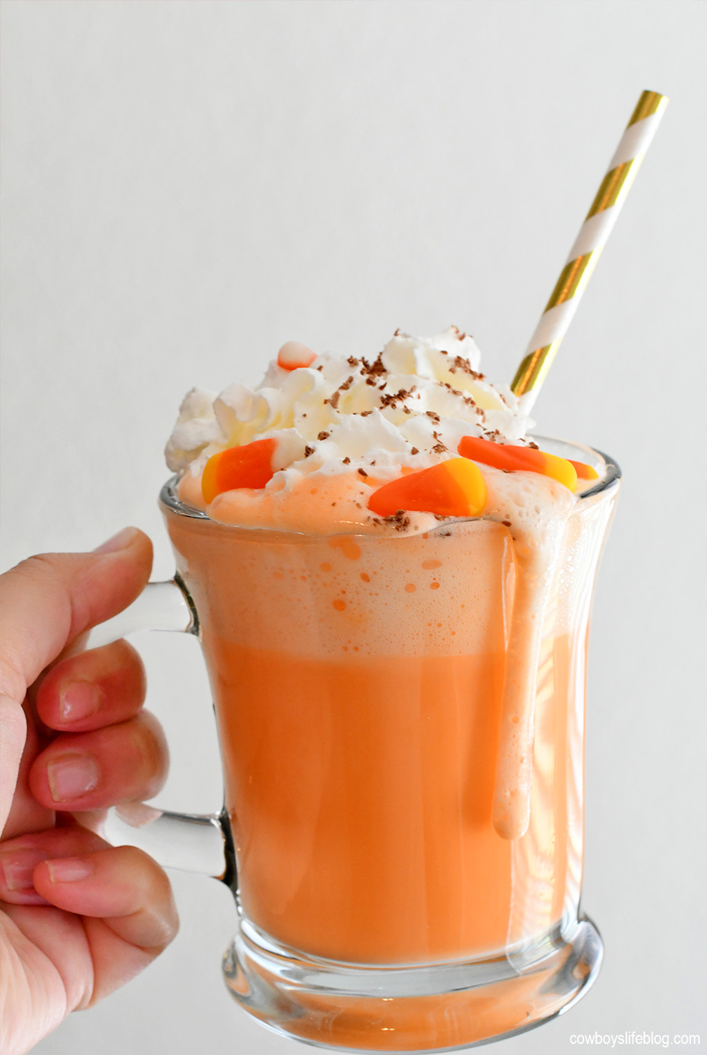 Candy Corn Hot Chocolate | Halloween Hot Chocolate | Crock Pot Hot Cocoa | Halloween Dessert #candycorn #hotchocolate #candycorntreat