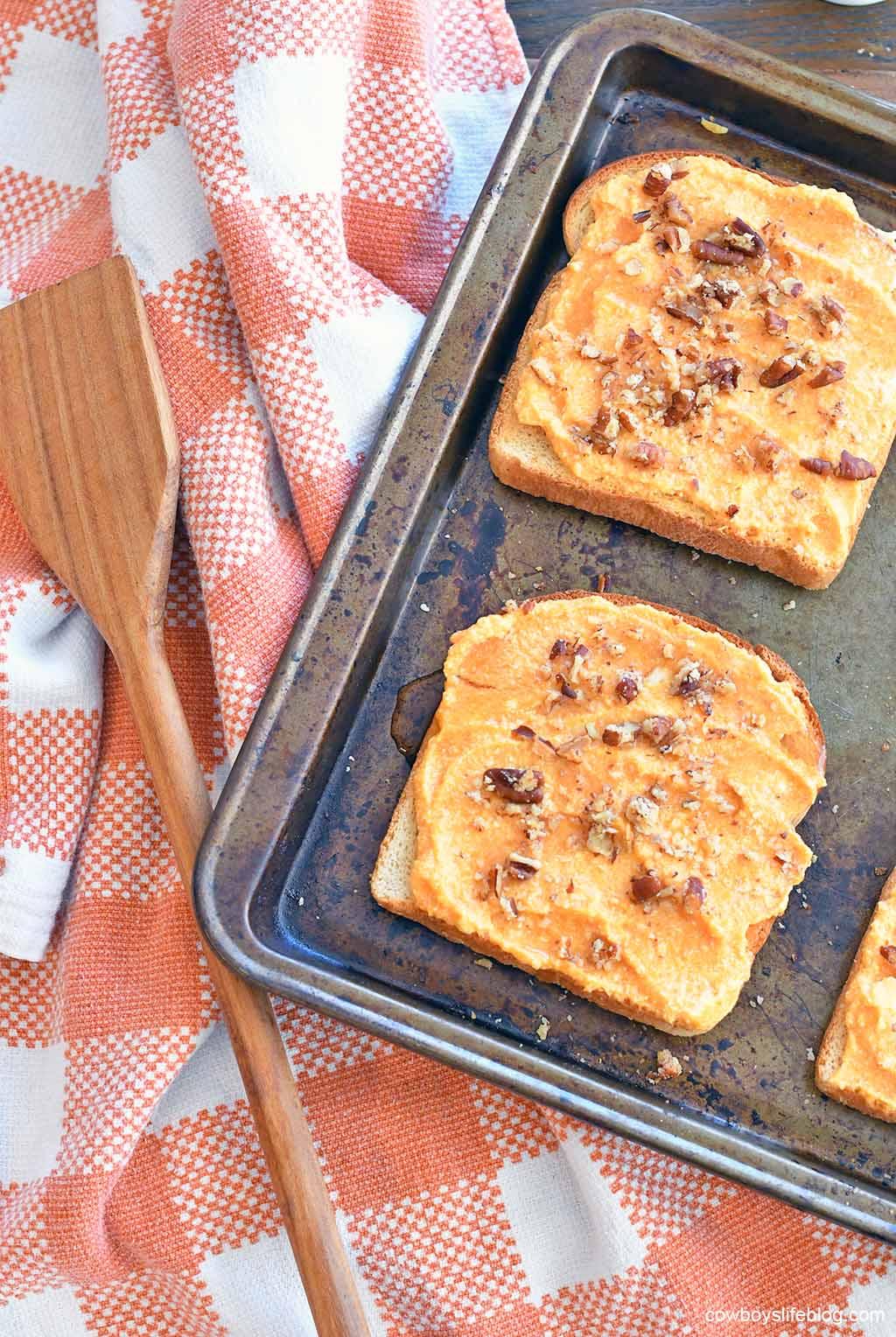 How to make pumpkin ricotta toast
